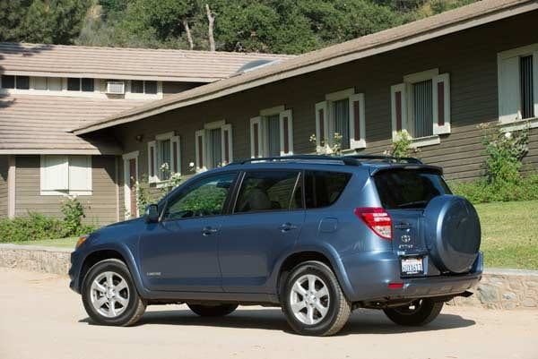 2012 2013 compact crossover comparison fifth place kelley blue book. Black Bedroom Furniture Sets. Home Design Ideas