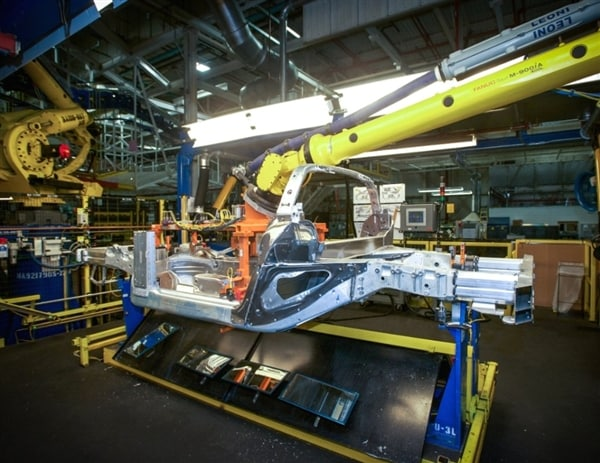 corvette plant tours to begin again on october 14th kelley blue book. Cars Review. Best American Auto & Cars Review