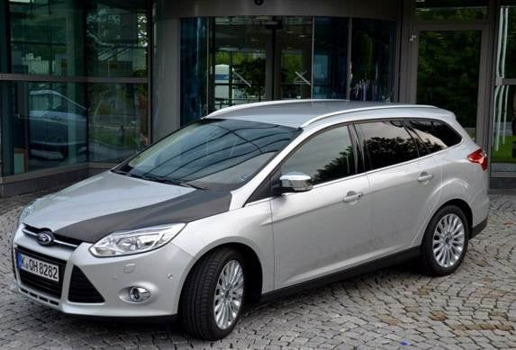 ford-focus-with-carbon-fibre-prototype-hood-600-001