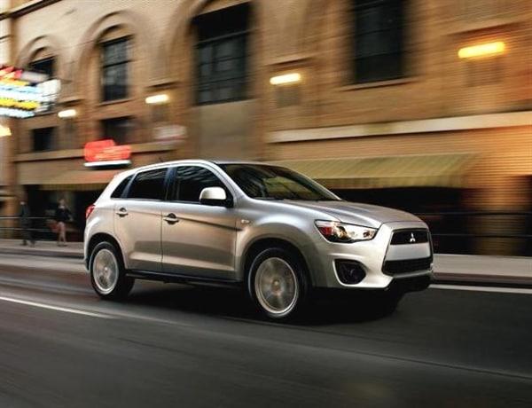 Subaru and Mitsubishi shine in new IIHS small-SUV crash tests 4