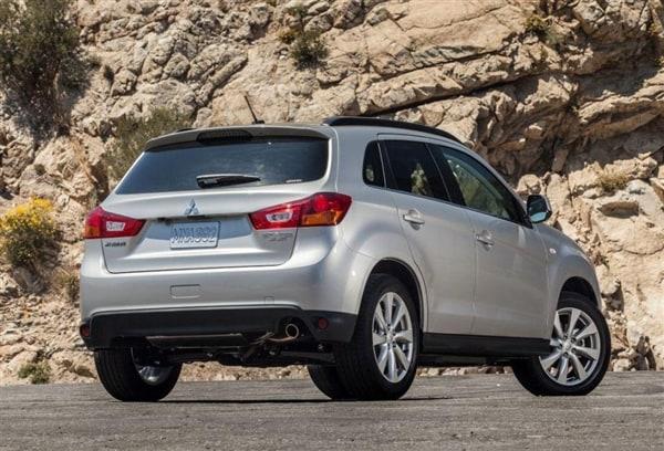 Subaru and Mitsubishi shine in new IIHS small-SUV crash tests - Kelley Blue Book