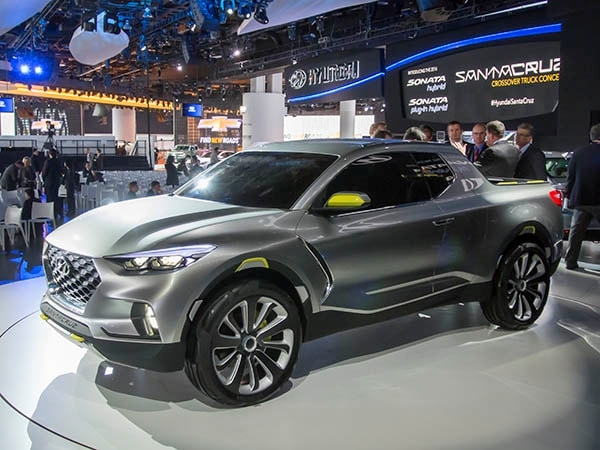 hyundai santa cruz concept mates a crossover with a pickup video kelley blue book. Black Bedroom Furniture Sets. Home Design Ideas