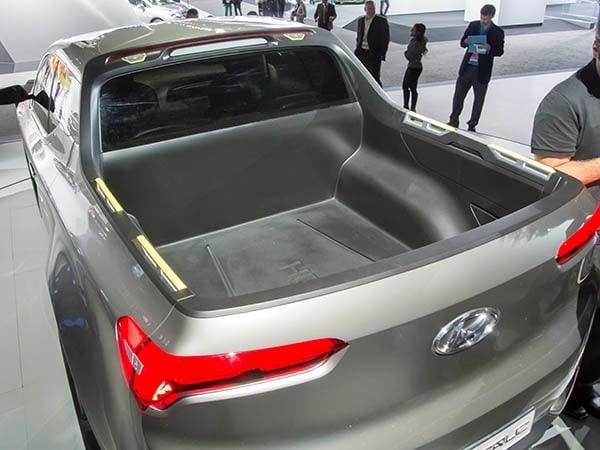 Hyundai Santa Cruz Concept Mates a Crossover with a Pickup ...