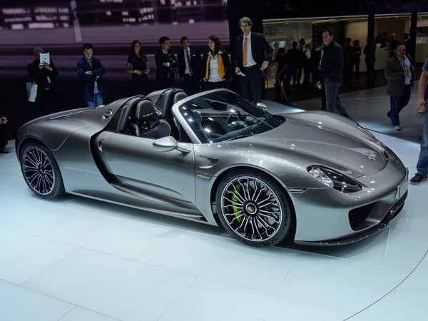 2014 porsche 918 spyder unveiled kelley blue book. Black Bedroom Furniture Sets. Home Design Ideas
