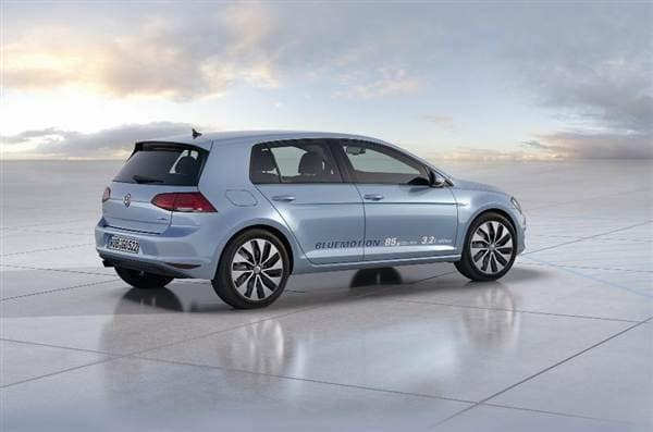 volkswagen-golf-bluemotion-rear-side-static-profile-600-001