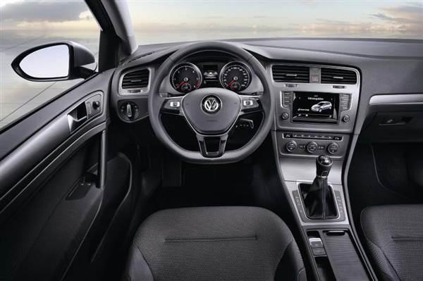 volkswagen-golf-bluemotiuon-concept-interior-600-001