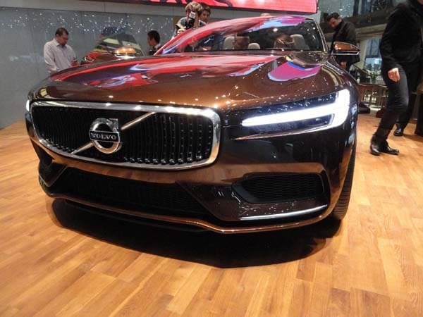Volvo Concept Estate showcases intuitive new interface 1