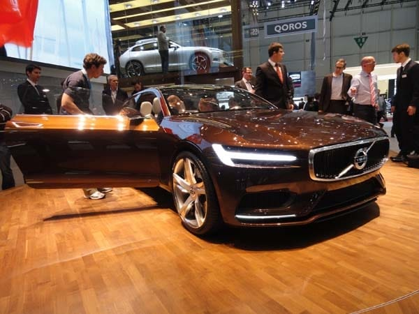 Volvo Concept Estate showcases intuitive new interface 2