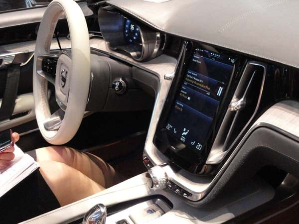 Volvo Concept Estate showcases intuitive new interface 13