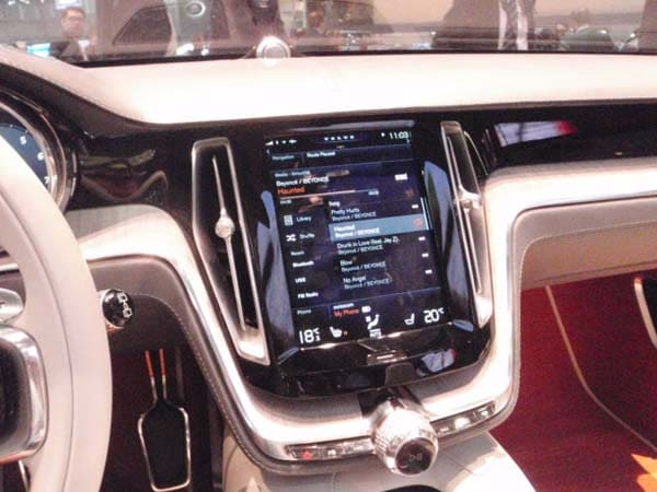 Volvo Concept Estate showcases intuitive new interface 15