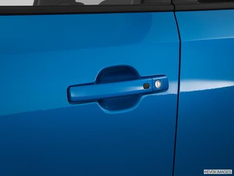 2016-kia-soul%20ev-door-handle_10562_045_480x360.jpg