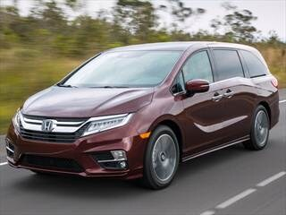 Compare 2018 honda odyssey vs 2017 chrysler pacifica for Chrysler pacifica vs honda odyssey
