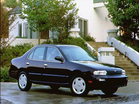 1995 Nissan Altima XE Sedan 4D  photo