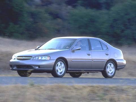2000 Nissan Altima XE Sedan 4D  photo