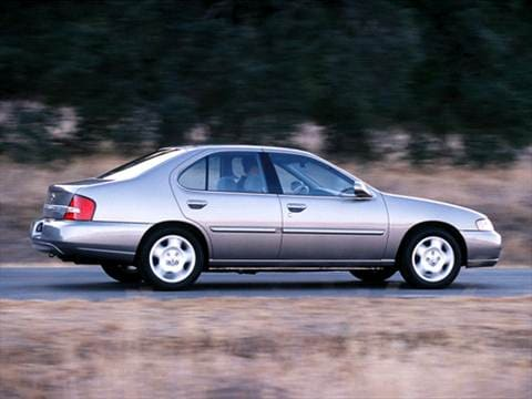 2001 Nissan Altima GXE Sedan 4D  photo