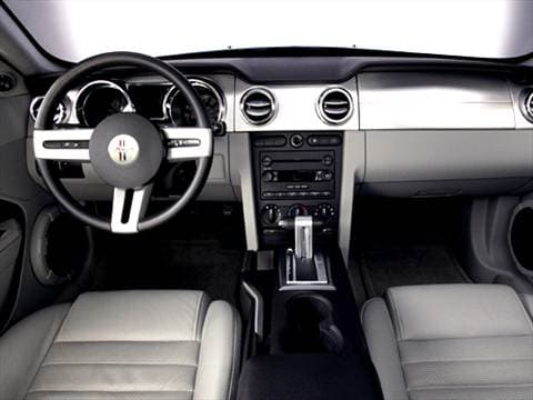 2005 ford mustang Interior