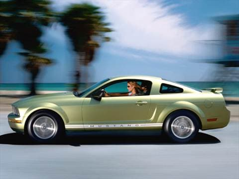2007 Ford Mustang Deluxe Coupe 2D  photo