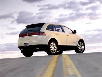 https://file.kbb.com/kbb/vehicleimage/housenew/480x360/2007/2007-lincoln-mkx-rearside_ltmkx072.jpg?interpolation=high-quality&downsize=360:*