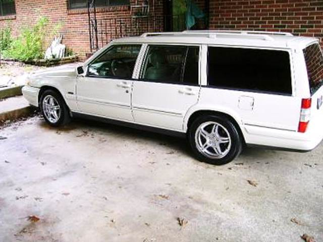 Most Fuel Efficient Wagons of 1997 - 1997 Volvo V90