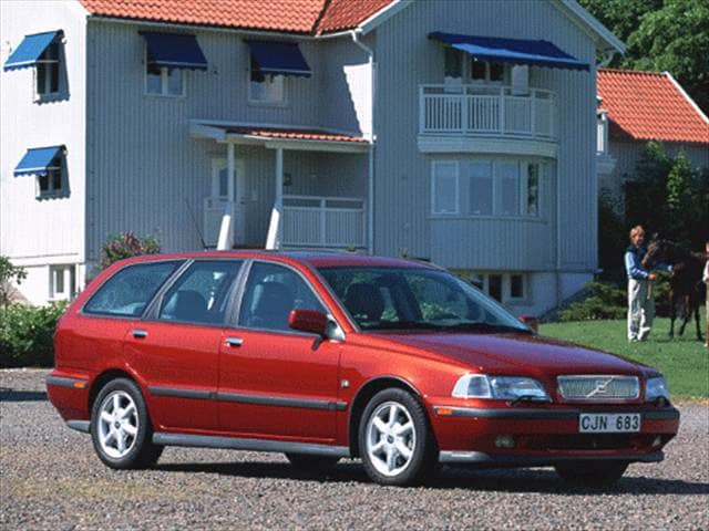 Most Fuel Efficient Wagons of 2000 - 2000 Volvo V40