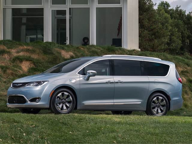 Most Fuel Efficient Vans/Minivans of 2017 - 2017 Chrysler Pacifica Hybrid
